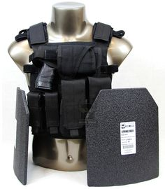 AR500 Armor® Sentry Package with Level III Body Armor -BK with curvrd plares and pouches.