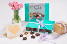 How will you celebrating mom this Mothers Day? Chocolate Box, Chocolates, Mothers, Place Cards, Gift Wrapping, Place Card Holders, Mom, How To Make, Gifts
