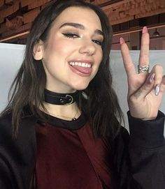 Dua Lipa loves to wear a BDSM Style Leather Choker Nelly Furtado, Christina Aguilera, Rihanna, Girl Tongue, Beautiful People, Beautiful Women, Beautiful Dua, Grunge Hair, Celebs