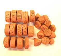 little brick house clayworks: Tutorial: How to make clay rollers & stamps………. little brick house clayworks: Tutorial: How to make clay rollers & stamps………. Polymer Clay Tools, Polymer Clay Projects, Polymer Clay Jewelry, Clay Crafts, Paper Crafts, Clay Stamps, Ceramic Techniques, Pottery Techniques, Stencil