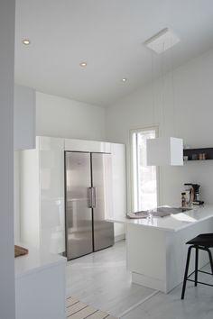 Hannas Home / Lighting choices / white kitchen