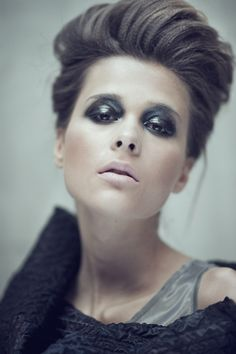 Black eye make-up Makeup Inspiration, Style Inspiration, Gallows, For Your Eyes Only, Dark Makeup, Eye Make Up, New Hair, Don't Care, Poker
