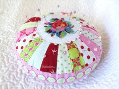 PDF pattern for pretty pincushion @ Kviltstina