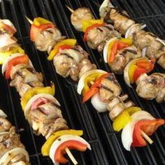 Chicken and Bacon Shish Kabobs. Marinated mushrooms and bacon-wrapped chicken chunks are threaded onto skewers with pineapple, and cooked on the grill! Kabob Recipes, Grilling Recipes, Cooking Recipes, Salad Recipes, Recipies, Grilling Tips, Chicken Kabobs, Chicken Wraps, Marinated Chicken