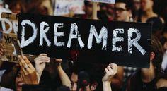 """Los """"dreamers"""" o jóvenes que fueron traídos en su niñez a Estados Unidos, y que han regresado o han sido deportados a México, están impulsando el desarrollo del sector de la alta tecnología"""