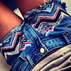 * embroidered jean shorts * cute but would prefer it on jeans Denim Fashion, Love Fashion, Fashion Outfits, Teen Fashion, Tribal Trends, Only Shorts, Cool Outfits, Summer Outfits, Embroidered Jeans