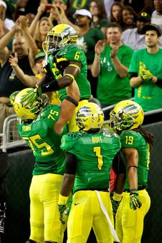 Ducks running back De'Anthony Thomas (6) celebrates.