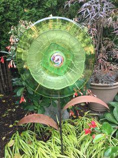 Glass Garden Flowers, All Flowers, Wall Hangings, Thrifting, Recycling, Plates, Bird, Create, Outdoor Decor