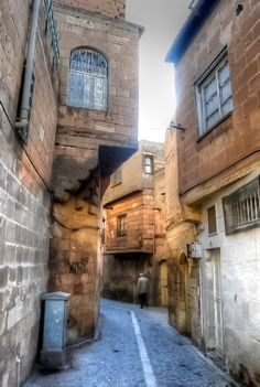 http://turkey.mycityportal.net - Back streets of Sanliurfa - southeast Turkey