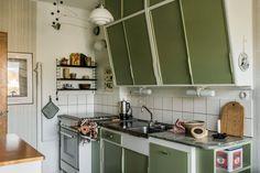 Home decor retro – Home Decor Ideas Advice Today Swedish Interiors, Retro Home Decor, Simple House, Interior Design Inspiration, Interior Decorating, Interior Designing, Home Kitchens, Sweet Home, Kitchen Cabinets