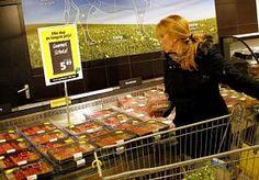 """26-Mar-2014 11:49 - SUPERMARKTEN: BUIK VOL VAN VLEESSECTOR. """"Dit is echt de gong voor de laatste ronde,"""" zegt directeur Marc Jansen van de brancheorganisatie van supermarkten. Hij is de excuses van de vleessector helemaal zat."""