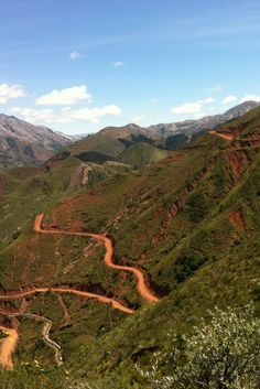 http://www.sucrelife.com/trekking-to-maragua-crater-from-sucre/