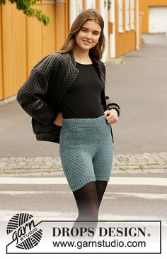 Herring Bone Thermals - Knitted shorts in DROPS Karisma. Piece is knitted top down with rib. Size: S - XXXL Free knitted pattern DROPS Drops Design, Knitting Patterns Free, Knit Patterns, Free Knitting, Legging Court, Magazine Drops, Radler, Drops Patterns, Knitting Gauge