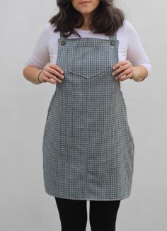 Buttons instead of buckles! Knitted Yoghurt's Cleo dress - sewing pattern by Tilly and the Buttons Dress Sewing, Diy Dress, Sewing Clothes, Dungaree Dress, Dungarees, Denim Overalls, Dress Patterns, Sewing Patterns, Sewing Ideas