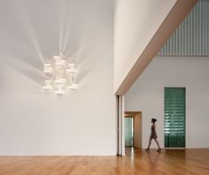 SET BIG 7764 WALL LAMP - Designer Wall lights from Vibia ✓ all information ✓ high-resolution images ✓ CADs ✓ catalogues ✓ contact information. Led Light Design, Lighting Design, Led Wall Sconce, Wall Sconces, Wall Lamps, Blitz Design, Modular Walls, Light Building, Wall Mounted Light
