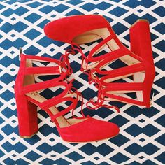 These red lace up heels are to die for Shoes Flats Winter, Mules Shoes, Women's Shoes Sandals, Me Too Shoes, Black Shoes, Black Sneakers, Shoes Sneakers, Lace Up Heels, High Heels