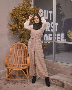 Ootd Hijab, Hijab Outfit, Hijab Fashion, Fashion Outfits, Modern Hijab, Jumpsuit Outfit, Cute Bags, Cute Photos, Aesthetic Clothes