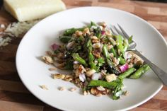 Warm Asparagus, Farro, and Walnut Salad | Lattes & Leggings