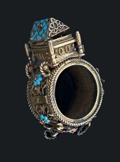 BAGUE DE MARIAGE EN ARGENT ÉMAILLÉ France, XIXème siècle. (petits manques). A French silver wedding ring, 19th century. (minor losses). H_4 cm (11/2 in.) - Pierre Bergé & associés - 23/06/2015