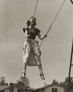 Tried this in grandkids swing, it hurt my hips.hip too big, swing too small; I need an old-fashioned swing! Vintage Pictures, Old Pictures, Old Photos, Photo Vintage, Vintage Love, Vintage Woman, Vintage Photographs, Black And White Photography, Art Photography