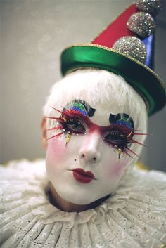 Yes, that appears to be a clown. Fitting for a clown category. Makeup Carnaval, Circus Makeup, Clown Makeup, Halloween Makeup, Halloween Clown, Pierrot Costume, Pierrot Clown, Arte Punch, Creepy