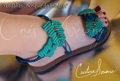 sandalias bosque de hiedra Crochet Sandals, Crochet Shoes, Crochet Slippers, Macrame Art, Macrame Projects, Macrame Knots, Baby Slippers, Slipper Socks, Bedroom Slippers