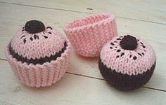 BeeKnits: Cake Glorious Cake ~ knitted cupcakes¸.•♥•.¸¸.•♥• •♥•.¸¸.•♥•.¸