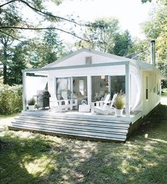 beachcomber: summer house canadianhouseandhome.com Back yard freestanding addition