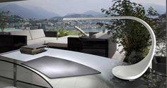 Cette lampe à poser est du design à l'état pur de chez LEDS C4 sur www.spot-lumiere-led.com