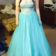 Prom dress. Turquoise/aqua blue. Extra large. Prom dress. Turquoise/aqua blue with jewels on top and tulle on the bottom. Extra large. Only worn once. Dresses Prom