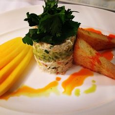 Our brilliant chefs have come up with a brand new #catering menu! One of our favorites is the refreshing Blue Crab Mango & Avocado Napoleon, served with cilantro and chili oil! #FSTaste #Miami #Brickell @hkn_coskun19
