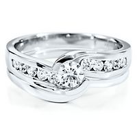 My engagement and wedding ring!! I love it!!! Helzberg Diamond Symphonies Beethoven Collection