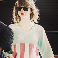 Taylor Swift looks gorgeous in RayBan Looking Gorgeous, Taylor Swift, Ray Bans, V Neck, Sunglasses, Tops, Women, Fashion, Moda