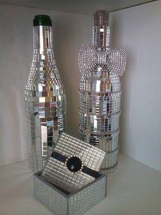 garrafas e caixa decorada com espelho