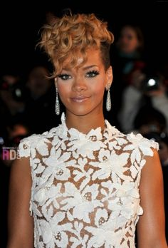 BLONDE SHORT l CURLY RIHANNA  #HAIRSTYLES & ADVICE  WWW.UKHAIRDRESSERS.COM