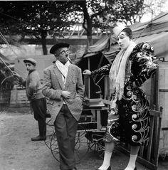 Photo From Robert Doisneau Portfolio: Maïs Et Mimile, Cirque Fanni Henri Cartier Bresson, Robert Doisneau, French Photographers, Street Photographers, Black White Photos, Black And White Photography, Man Ray, Circo Vintage, French Street