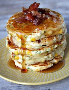 Wow, these decadent bacon and corn griddle cakes are just what my hubby would love for brunch! The perfect morning meal for savory breakfast lovers. Breakfast Desayunos, Breakfast Dishes, Hardy Breakfast, Breakfast Ideas, Delicious Breakfast Recipes, Yummy Food, Tasty, Bacon Dishes, Savory Pancakes