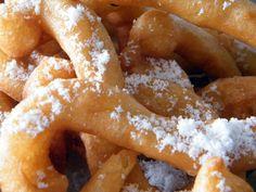 Churros zijn snacks die je vaak op festivals of braderieën tegenkomt. Ook tijdens de wintermarkt in Parijs worden ze megaveel verkocht. Churros zijn van origine Mexicaans en zijn in feite gewoon gefrituurde deegstengels. Super lekker als je het mij vraagt,…