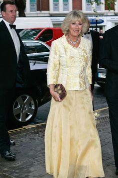 Camilla Parker-Bowles, the Duchess of Cornwall, has dressed in a number of stylish outfits for royal engagements, weddings, and more. Stylish Outfits, Cool Outfits, Womens Institute, Camilla Duchess Of Cornwall, Royal Beauty, Camilla Parker Bowles, Lavender Dresses, Royal Engagement, Herzog
