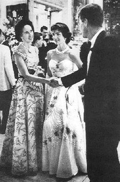 £: Jacqueline Kennedy con abito sorelle Fontana
