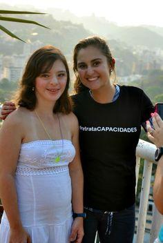 Bibiana (en blanco) y Rebeca, integrantes del Club Best Buddies Universidad Monteávila también se suman como embajadoras de nuestro concurso...  ¡Gracias!