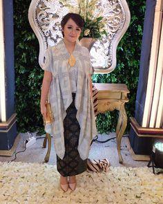 Kebaya Lace, Batik Kebaya, Kebaya Dress, Dress Brokat Modern, Kebaya Modern Dress, Blouse Batik, Batik Dress, Kebaya Wedding, Kaftan Gown