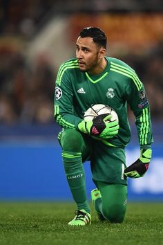Real Madrid's goalkeeper Keylor Navas during the UEFA Champions League football match AS Roma vs Real Madrid on Frebruary 2016 at the Olympic stadium in Rome. First Football, Best Football Team, Football Match, Football Love, Real Madrid Club, Real Madrid Football Club, Real Madrid Players, Soccer Shirts, Polo T Shirts