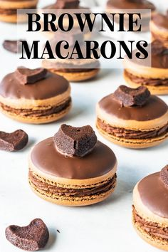 These brownie macarons feature a brownie filling, with rich chocolate frosting. The top shell is dipped in chocolate, and then topped with a brownie heart. Vegetarian Chocolate, Chocolate Recipes, Macarons Chocolate, Chocolate Chip Cookies, Chocolate Frosting, Brownie Cookies, Vegan Vegetarian, Party Desserts, Just Desserts