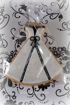 Black White Wedding  -- I think I was waaay ahead of the trend.  My wedding 10 yrs ago was black & white & my bridesmaid dresses looked just like these cookies.  LOL!