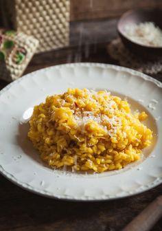Un risotto classique, avec une touche de safran (l'épice la plus chère du monde!) pour vous réchauffer en ces temps plus froids.