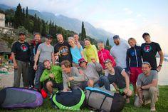 Glückliche Gesichter nach dem absolvierten DHV-zertifizierten Sicherheitstraining für Gleitschimflieger in Malcesine / Gardasee / Monte Baldo mit der Flugschule Airsthetik. Trainingsleiter Heli Schrempf.