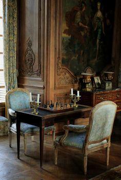 https://flic.kr/p/yWbuXw | La partie d'échecs | Château de Beaumesnil, France. Rare exemple de château d'époque Louis XIII (l'essentiel de la construction, dirigée par l'architecte Jean Gallard, se situe entre 1633 et 1640), la demeure actuelle porte l'empreinte de la Renaissance finissante, mais on y trouve aussi la marque de courants nouveaux, venus d'Italie (style florentin) et de Hollande. Les matériaux utilisés sont la brique et la pierre. La brique, bon marché, était produite en…