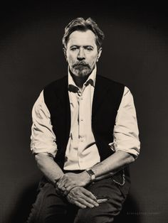 Gary Oldman |  by Lionel Deluy.