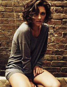 Some day i will cut my hair like this! Marion Cotillard's beautiful short curly locks- If I ever cut my hair, I wish it would look like this! How To Curl Short Hair, Short Curls, Short Wavy Hair, Curly Bob, Short Hair Styles, Loose Curls, Sexy Curls, Wavy Bangs, Big Curls